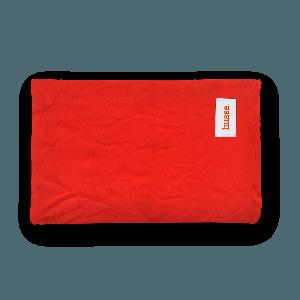 Husse manta para perros color rojo con logo pequeño de la marca husse en blanco, filt
