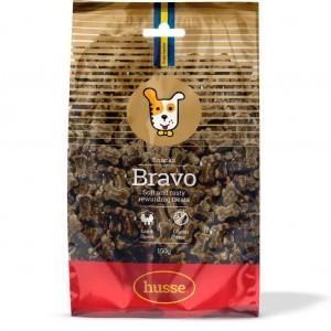 bolsa de snacks de cordero para perros de color marron y rojo con la bandera sueca y el logo del perro husse, Bravo