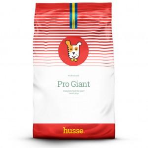 saco de pienso blanco con rojo para perros grandes con la bandera sueca y el logo husse en una franja roja y el dibujo de un perrito en el centro, Pro Giant: 20 kg