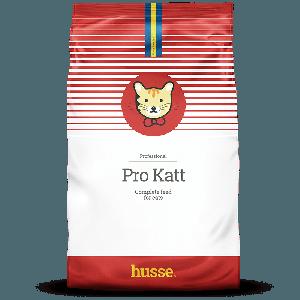 saco de pienso para gatos de color rojo y blanco con la bandera sueca, un gato de dibujo en el centro y una franja roja con el logo husse, Pro Katt: 15 kilos