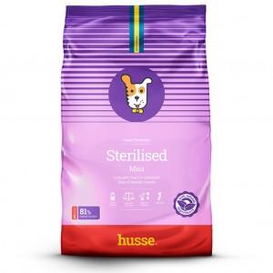 saco de pienso rosado para perros esterilizados con la bandera sueca y el logo del perro husse, Sterilised Mini