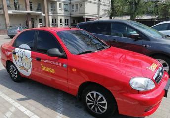 Новий червоний Husse автомобіль у Сумах