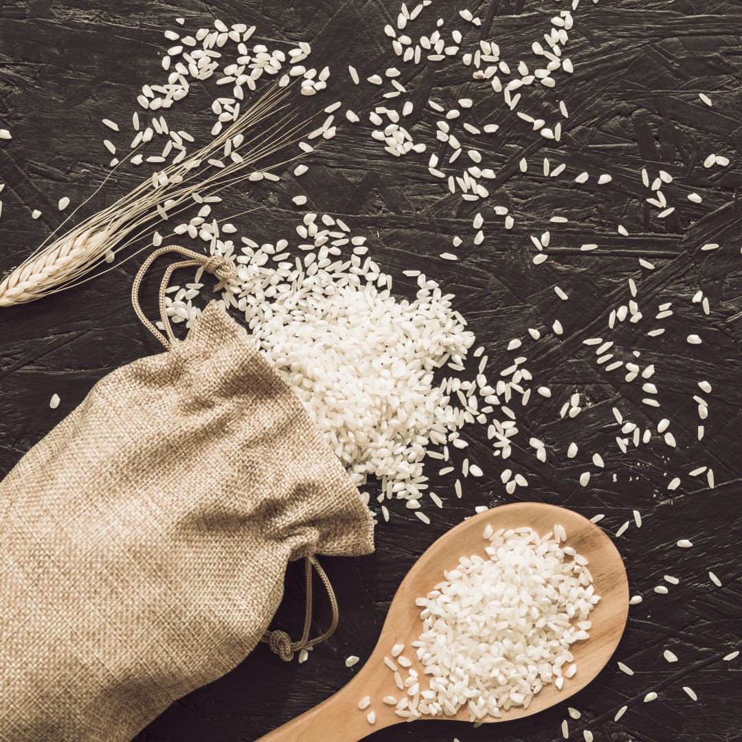 Jaké jsou výhody a nevýhody rýže v granulovaném krmivu pro psy a kočky?